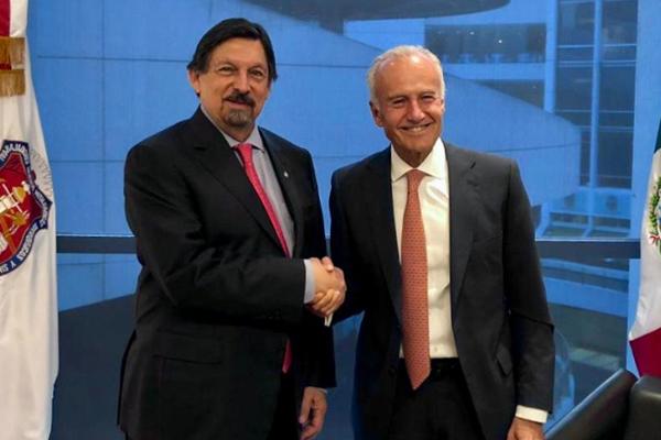 Napoleón Gómez Urrutia, y el presidente de Industrias CH, el magnate del acero, Rufino Vigil González. FOTO: ESPECIAL