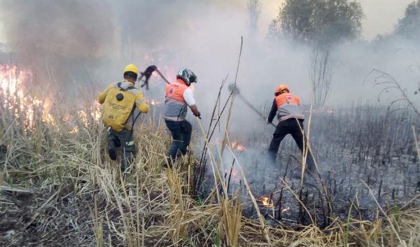 El incendio se ubica en la colonia Ampliación Emiliano Zapata de la alcaldía Iztapalapa. FOTO: ESPECIAL