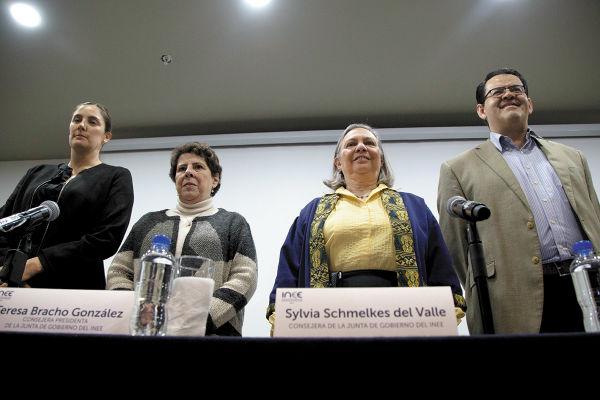 CAMPAÑA. En enero el INEE lanzó la campaña #ACiegasNo, sobre la importancia de su labor. Foto: Cuartoscuro