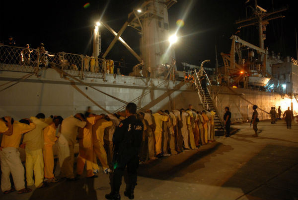 Fueron trasladados a cárceles federales 525 internos. Foto: Cuartoscuro