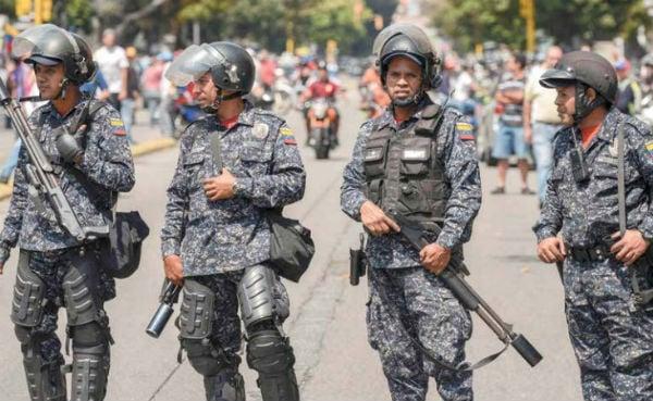 MILITARES. El equipo que utiliza el ejército de Venezuela en su gran mayoría es de manufactura rusa, tras el veto de EU. Foto: AFP