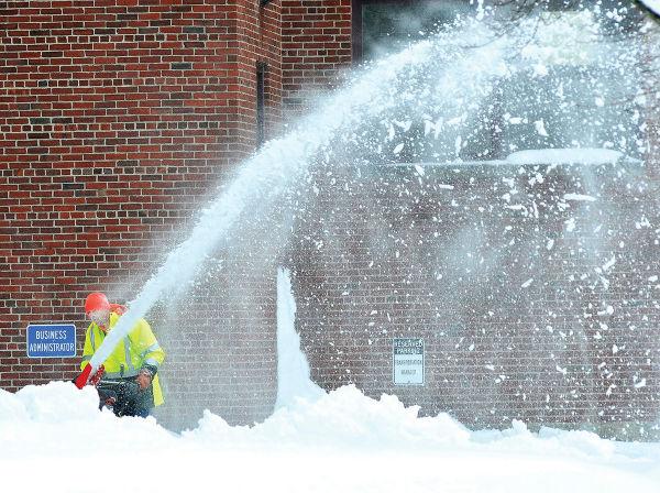 ESTRAGOS. La ciudad de Boston acumuló ayer casi 25 centímetros de nieve.