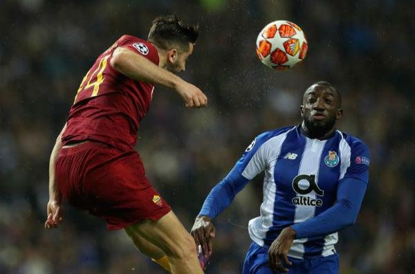 El Oporto marcó el 3-1 tras un penalti revisado por el VAR y transformado por Alex Telles. Foto EFE