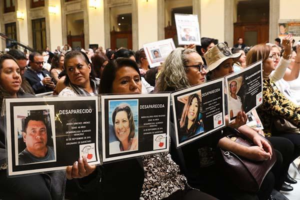 El nuevo Gobierno de México heredó más de 40 mil personas desaparecidas y 26 mil cuerpos que permanecen en los servicios médicos forenses del país sin identificar.  FOTO: CUARTOSCURO