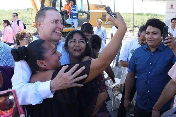 En el caso de la aprobación de los gobernadores, Quirino Ordaz Coppel, de Sinaloa, alcanzó el primer lugar con un 72.1