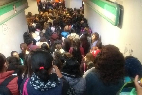 Por su parte, elSistema de Transporte Colectivo (STC) Metroreportó marcha lenta en al menos nueve líneas por lo que pidió a los usuarios tomar precauciones. Foto: Twitter