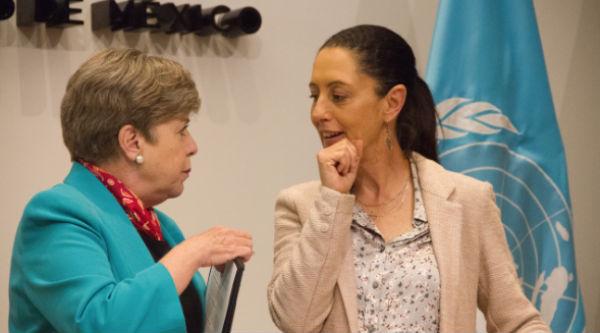 Alicia Bárcena, titular de la Cepal, y Claudia Sheinbaum, jefa de Gobierno, firmaron el acuerdo en el Palacio del Ayuntamiento. FOTO: CUARTOSCURO