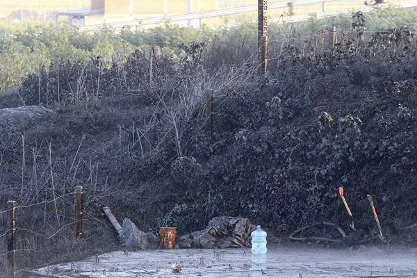 Hasta el momento la toma clandestina aún no ha sido controlada, sin embargo, están en el sitio elementos de Petróleos Mexicanos (Pemex). Foto: Especial