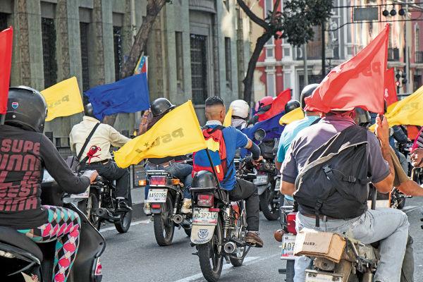 DESCONTROL. Los paramilitares son el principal obstáculo para lograr la pacificación y salida del presidente Maduro. Foto: Reuters