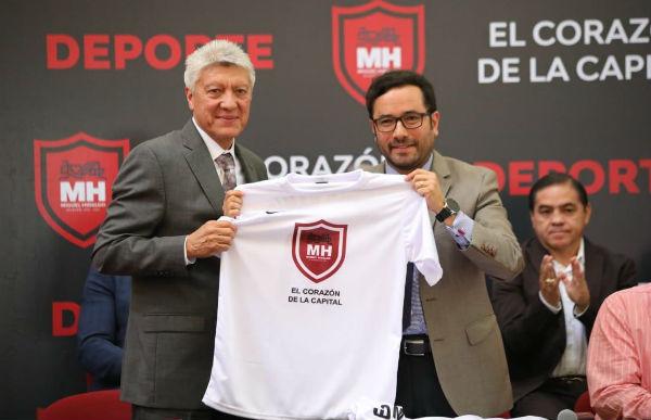 El fichaje del ex futbolista y primer director técnico que ganara un Mundial de Futbol para México, con la Sub 17 en 2005, fue dado a conocer esta tarde Foto: Especial