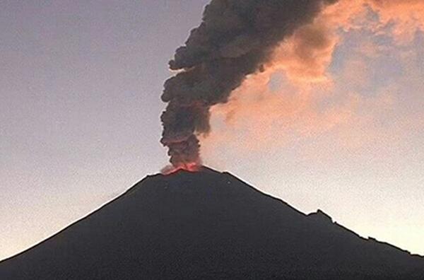 El volcán Popocatépetl registró en esta semana una explosión que alertó a la població. FOTO: NOTIMEX