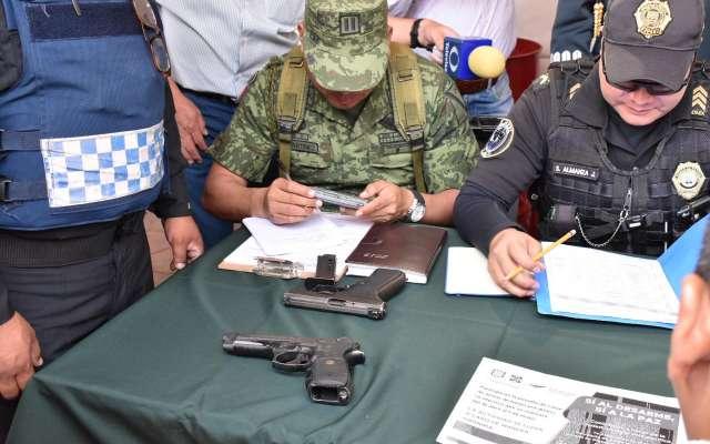 Detalló que el programa de desarme voluntario hasta ahora ha logrado la recuperación y destrucción de mil 904 armas . Foto: Especial
