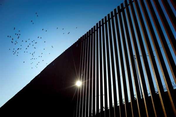La frontera entre Estados Unidos y México es una de las más transitadas del mundo. Foto: EFE