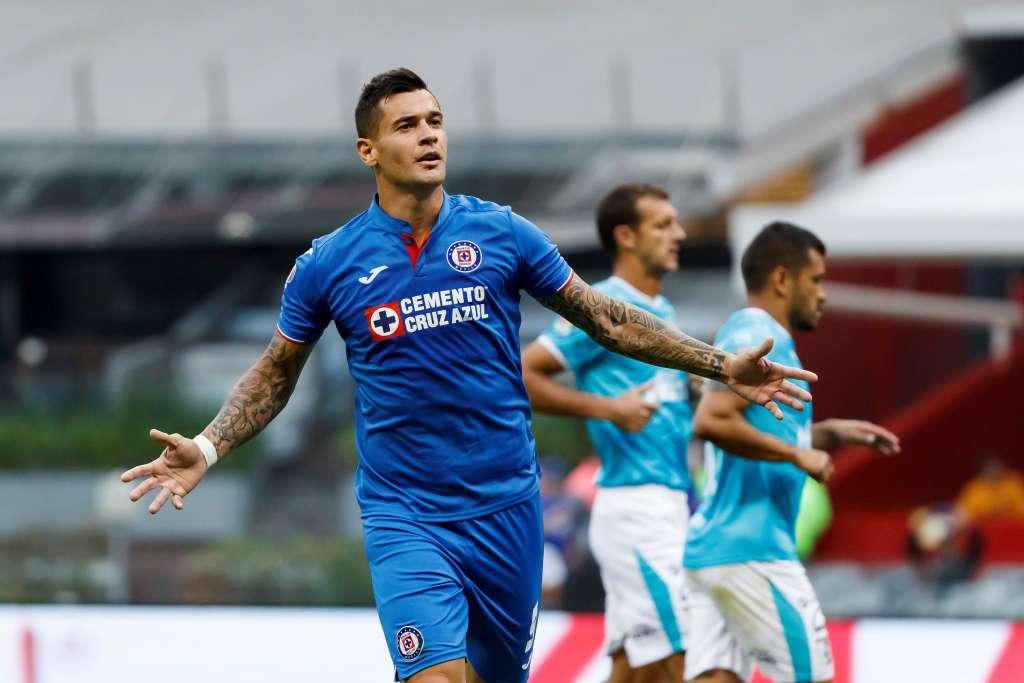 El jugador de Cruz Azul Milton Caraglio celebra una anotación ante Querétaro este sábado. FOTO: EFE
