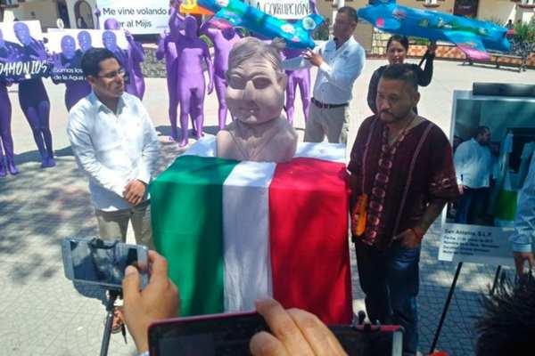 Amado Montalvo, autor de la obra espera conocer al presidente. Foto: Especial