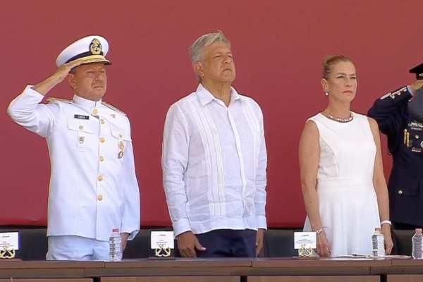 AMLO presidió la jura de Bandera que realizan los cadetes de la Heroica Escuela Naval Militar. Foto: Especial
