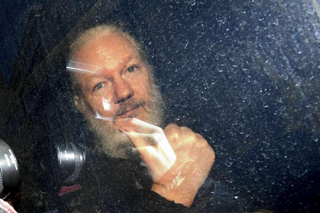 El activista fue arrestado este jueves por la policía británica; Ecuador le retiró el asilo y la nacionalidad. Foto: AP