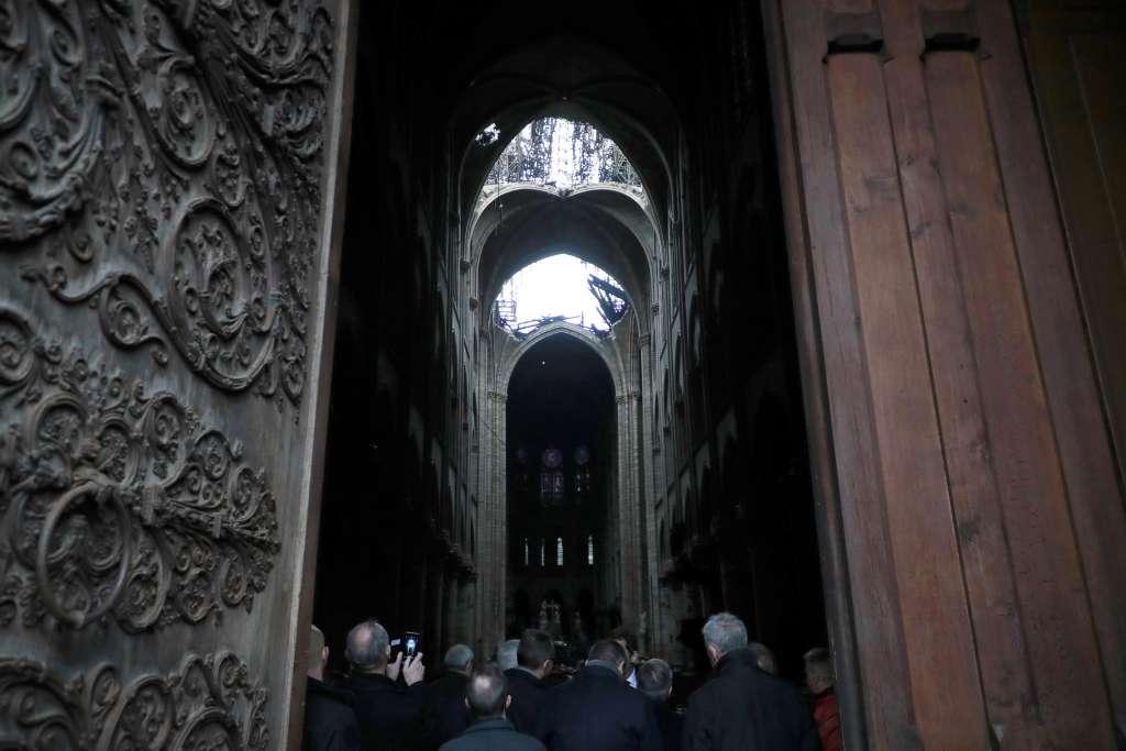 Ciudadanos, empresarios, millonarios, futbolistas e instituciones han expresado su intención de participar en la reconstrucción de la catedral. Foto: AP