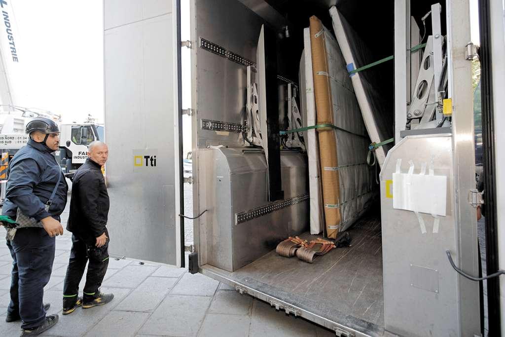 RESGUARDO. Las tablas fueron trasladadas a los almacenes del Museo del Louvre. Foto: EFE
