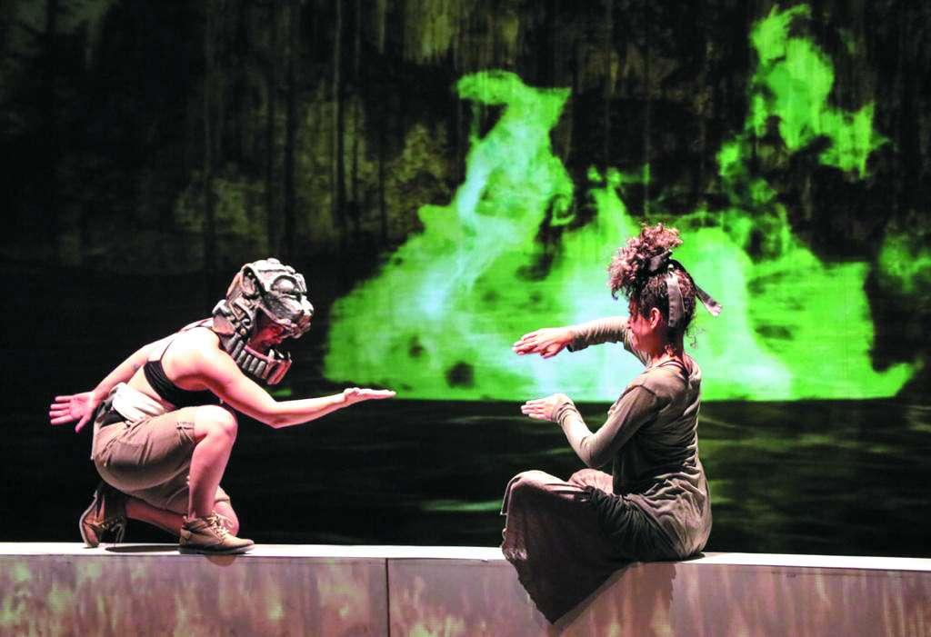PROCESO. En la obra, el público decide el camino que seguirá la evolución de la especie humana. Foto:  CORTESÍA