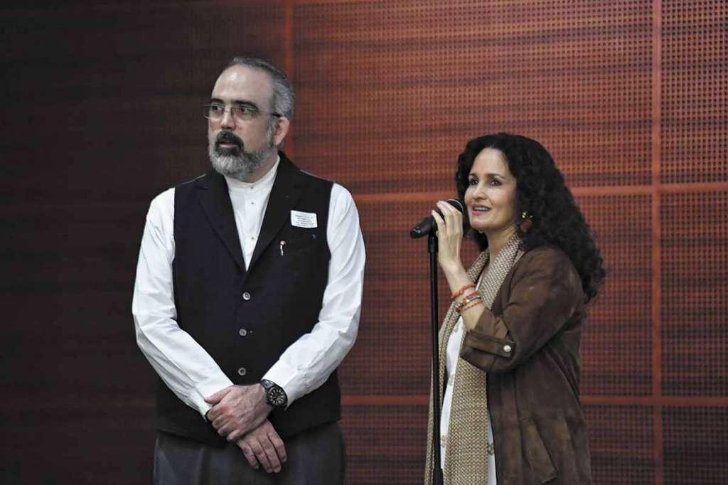 PRESENTACIÓN. El artista Emiliano Gironella fue acompañado por Susana Harp. Foto: Nayeli Cruz