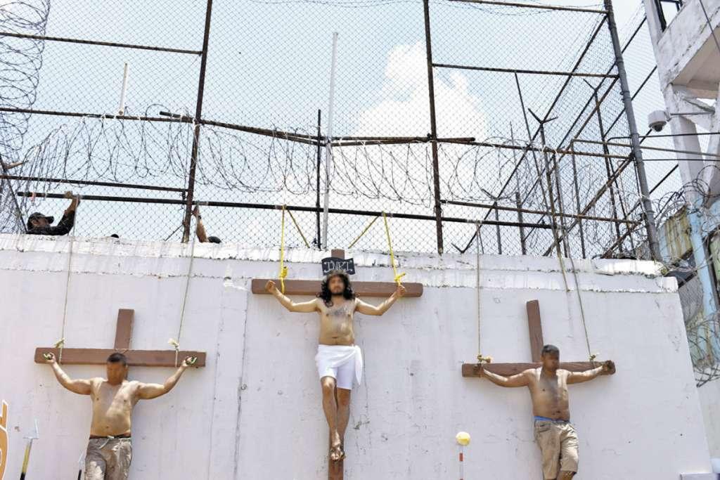La recreación del suplicio de Cristo no es exclusivo de las colonias populares. Foto: Especial