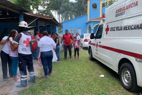 Paramédicos de la Cruz Roja de Villahermosa atendieron a los lesionados de la iglesia. FOTO: @CR_Tabasco
