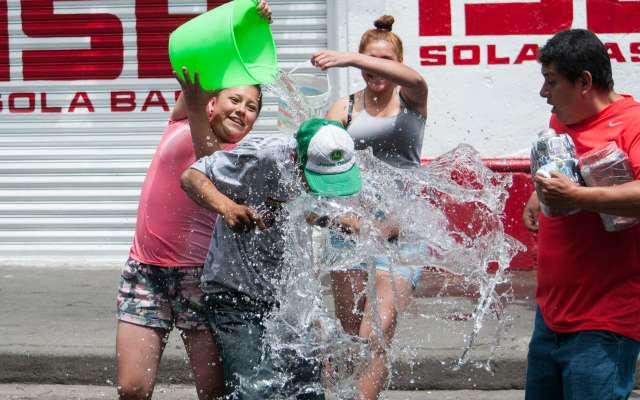 En la CDMX, el desperdicio de agua es considerado una infracción al entorno urbano capitalino. Foto: Cuartoscuro