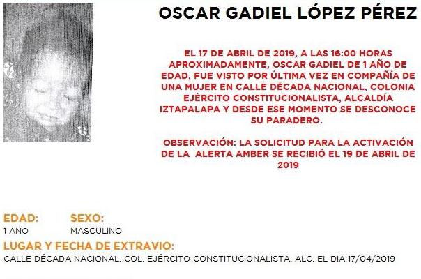 Oscar Gadiel portaba pants azul marino, chaleco negro y tenis blancos; además, tiene una cicatriz en la frente. Foto: Especial