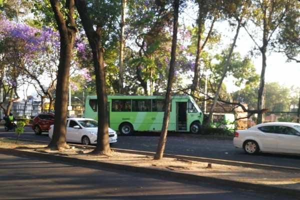 Pese al accidente, no fue necesario trasladar al chofer al hospital. Foto:  @ColPasteros