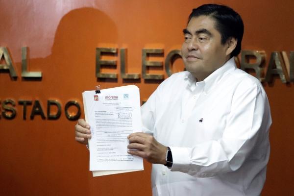 A través de un documento, la Junta Local del INE avaló la candidatura de Barbosa Huerta. Foto: Archivo | Cuartoscuro