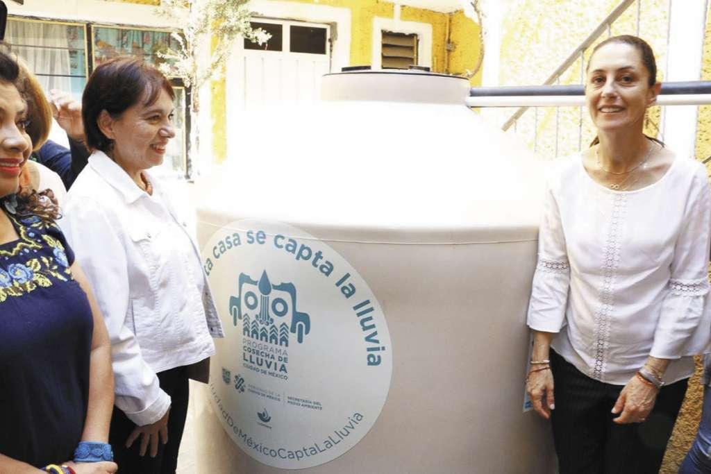 Sheinbaum, ayer, puso en marcha un proyecto de captación de agua. FOTO: ESPECIAL