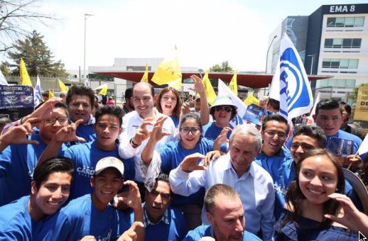 Acompañaron a Enrique Cárdenas en su campaña.FOTO: ESPECIAL