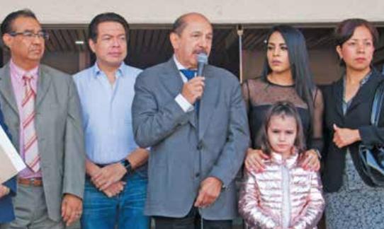El alcalde Quintero (centro) estuvo apoyado por Mario Delgado (azul), coordinador de Morena en San Lázaro.FOTO: ESPECIAL