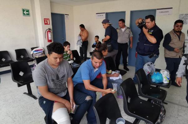 Los migrantes que fueron atendidos tras el accidente se encuentran bajo resguardo. FOTO: ESPECIAL