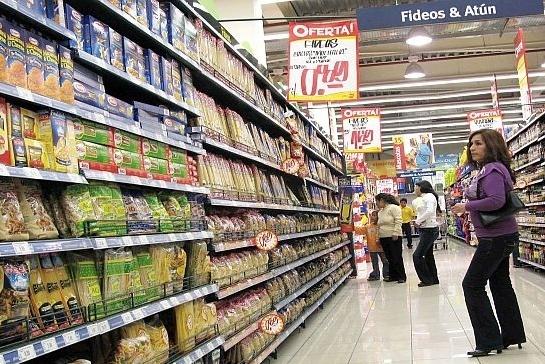 la tendencia a la baja en la demanda privada se da pese a que la confianza del consumidor registró cifras históricas. FOTO: ESPECIAL