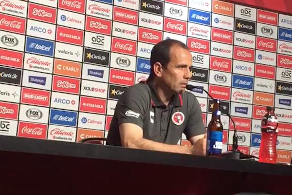 Óscar Pareja afirma que a su equipo no le quitarán los tres puntos por incumplir la regla de minutos jugados por menores. Foto: Especial