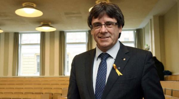 Puigdemont agradeció a los alumnos por el esfuerzo. FOTO: ARCHIVO/ AP
