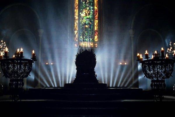 El trono forjado con las espadas de los enemigos está de visita en la Ciudad de México. Foto: Especial
