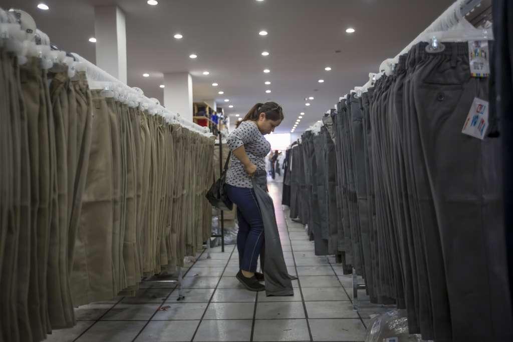 El arancel a textiles durará 180 días y entra en vigor dentro de dos semanas. Foto: Cuartoscuro