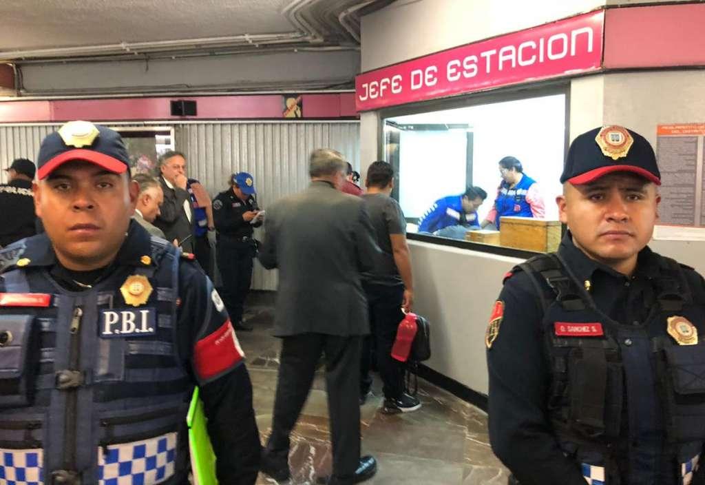 Ambos fueron trasladados a un hospital capitalino para descartar complicaciones. Foto: @GaboOrtega73