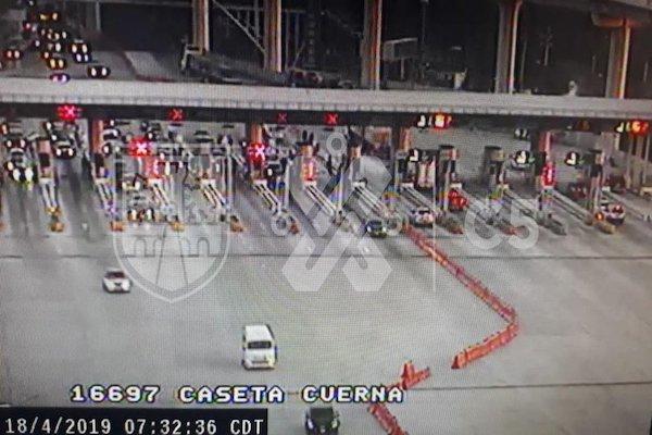 Cientos de automovilistas salen rumbo a Cuernavaca debido a las vacaciones de Semana Santa. Foto: C5