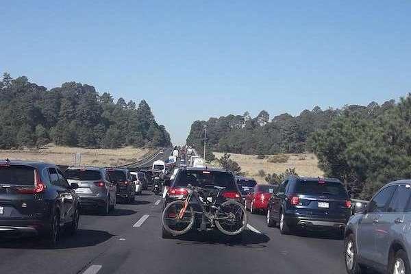 La autopista a Cuernavaca es una de las que presenta mayor aforo vehicular este Viernes Santo, informó la Policía Federal.