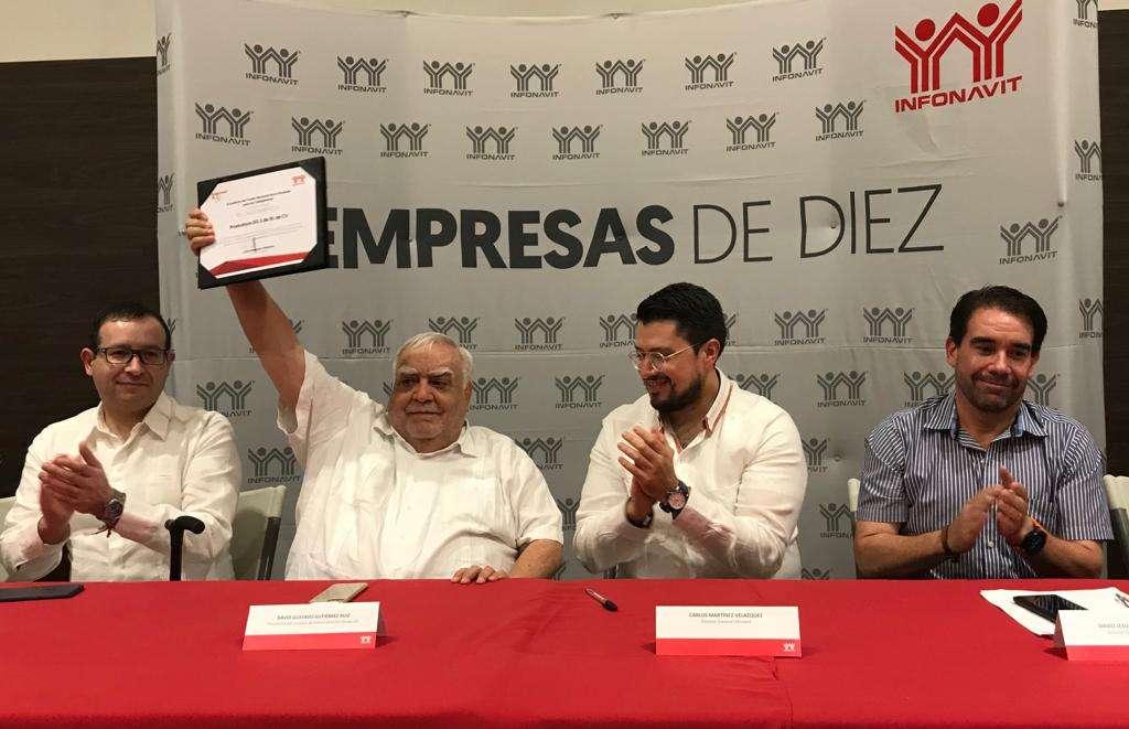 De gira por Tabasco, Carlos Martínez explicó que en la entidad se beneficiarán mil 441 acreditados. Foto: @infonavit