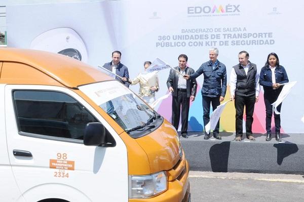 El mandatario dio el banderazo de salida a 360 Unidades de Transporte Público con kit de seguridad de la empresa Red de Transportes Ruta 98. Foto: Especial
