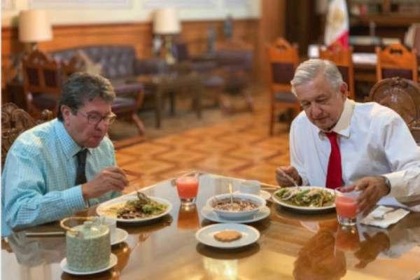El Presidente acostumbra comer en su oficina ubicada en Palacio Nacional. FOTO: ESPECIAL