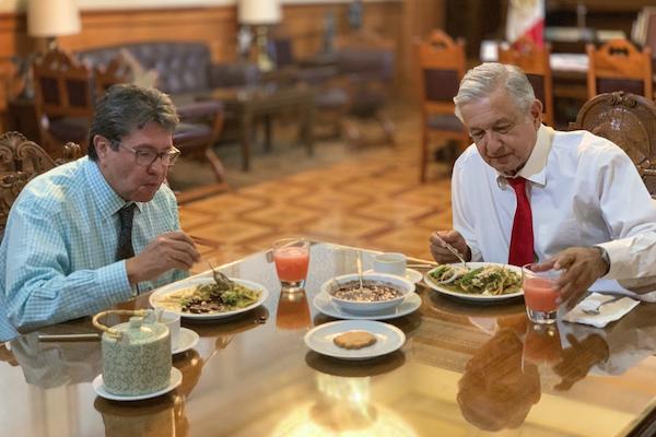 Ambos políticos desayunaron poco después de las 09:00 horas. Foto: @lopezobrador_