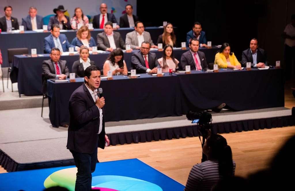 Por último el Gobernador anunció que Guanajuato recibirá de la Federación 500 millones de pesos del Programa Escuelas al 100