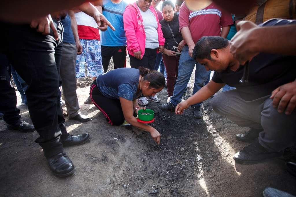 La explosión en un ducto de Pemex, el pasado 18 de enero, dejó 135 muertos y a 170 niños huérfanos. Foto: Cuartoscuro