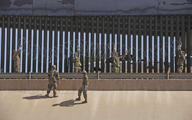 En El Paso colocaron alambre de púas.FOTO: LUNA MARTÍNEZ